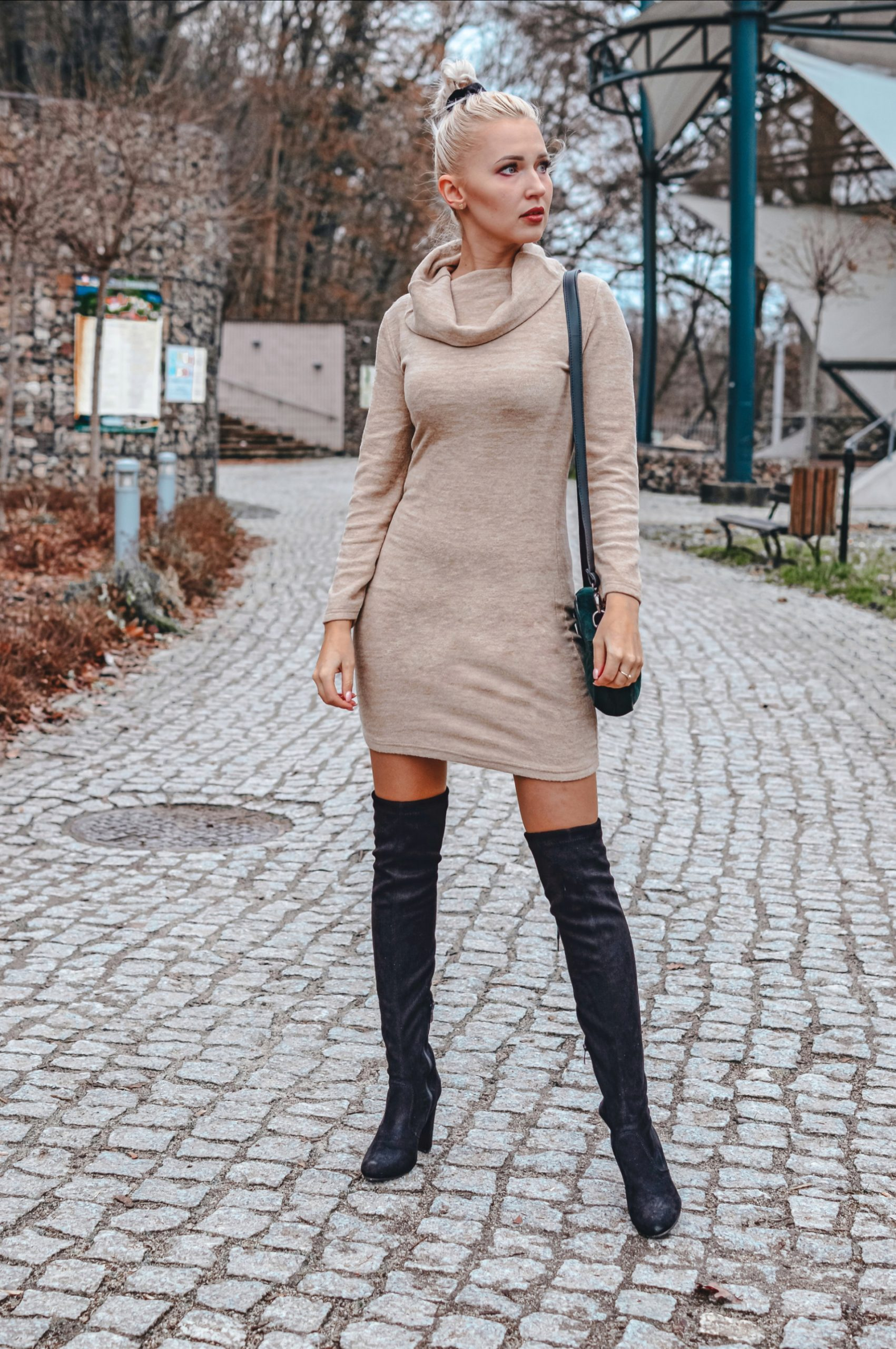 sukienka zgolfem
