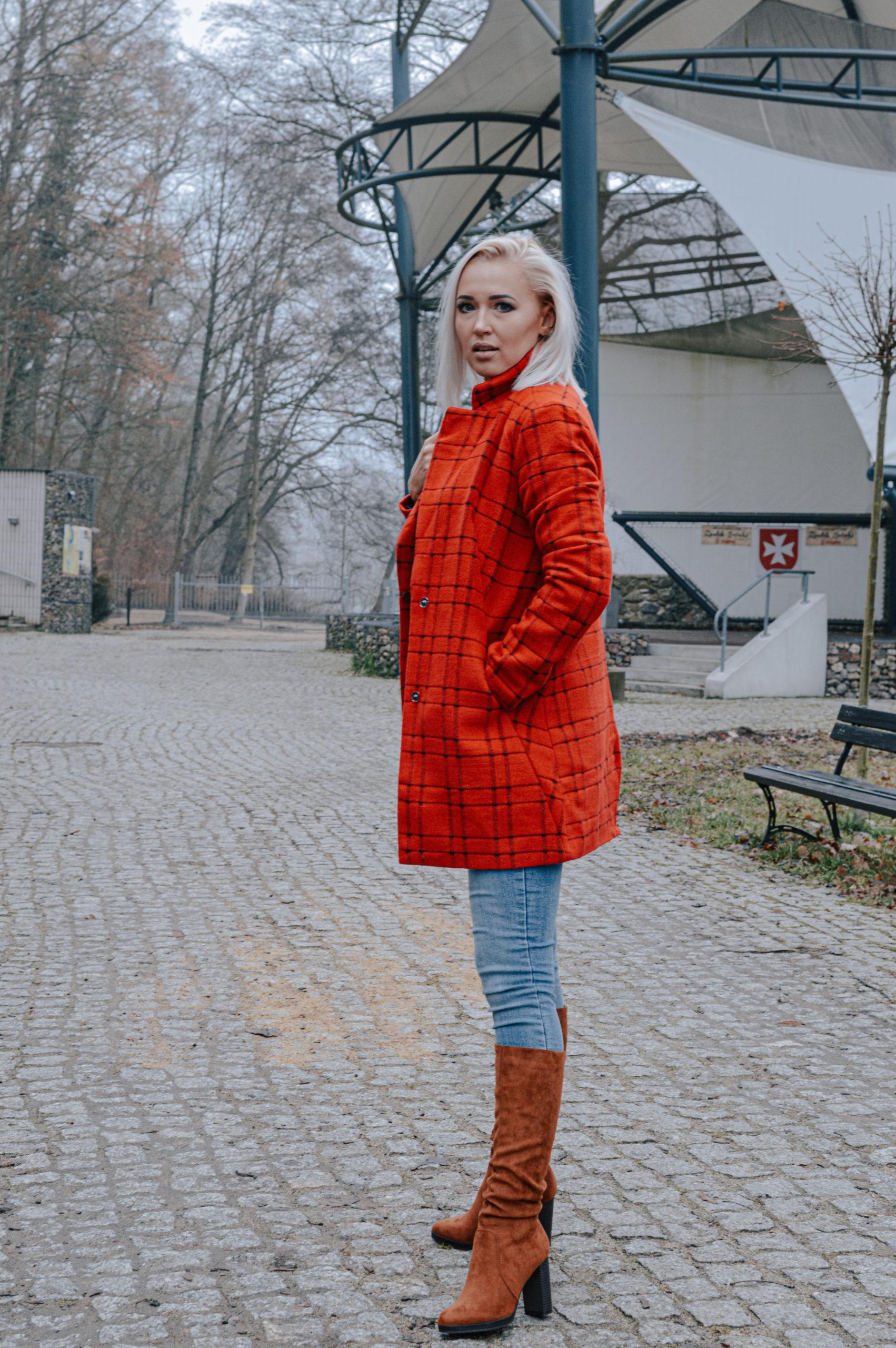 czerwony płaszcz wkratę